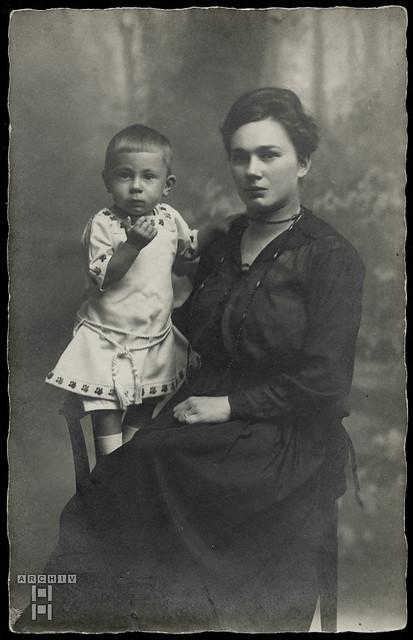 ArchivTappenZ3Album y, Helene mit Herbert, 1910er