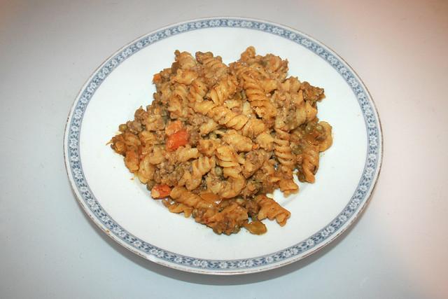 Fusilli pot with bell pepper, peas & carrots - Leftovers II / Spirelli-Topf mit Paprika, Erbsen & Möhren - Resteverbrauch II
