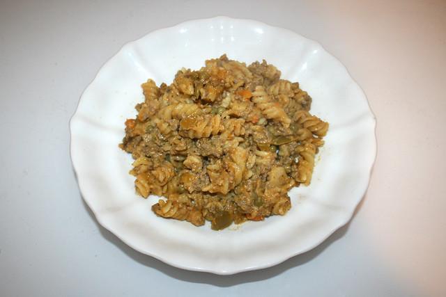 Fusilli pot with bell pepper, peas & carrots - Leftovers I / Spirelli-Topf mit Paprika, Erbsen & Möhren - Resteverbrauch I