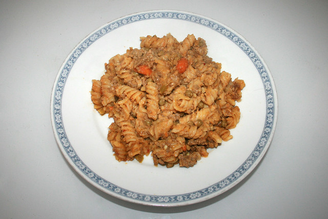 Fusilli pot with bell pepper, peas & carrots - Leftovers III / Spirelli-Topf mit Paprika, Erbsen & Möhren - Resteverbrauch III