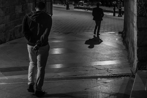 2017 24120mm bw crazytuesday d750 eminönü nikon rearview yenicamii architecture evening lowlight people shadow street istanbul