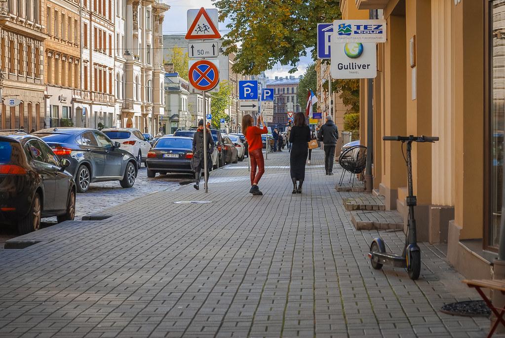 Lovely street action photo. 12:54:17 DSC_8434