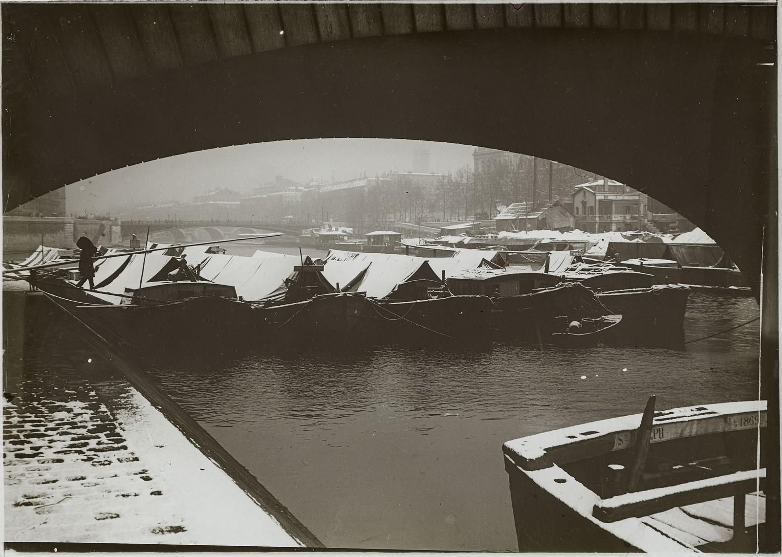 05. Набережная Бурбон в районе моста Луи-Филиппа, под снегом