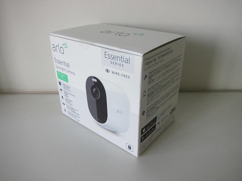 Arlo Essential Spotlight Camera - Box