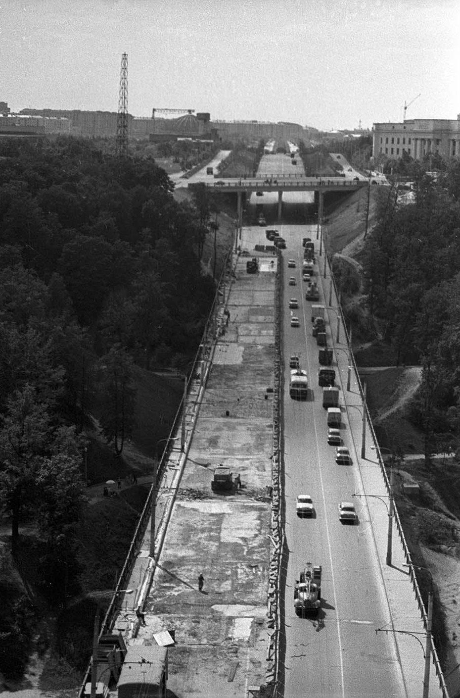 1959—1961. Строительство Лужнецкого метромоста. Лужники