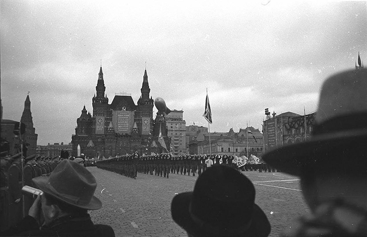1958. Парад.. Фото с гостевой трибуны. Красная площадь. 7 ноября