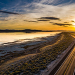 19. Oktoober 2020 - 18:24 - A golden Sunset over the Great Salt Lake and causeway to Antelope Island