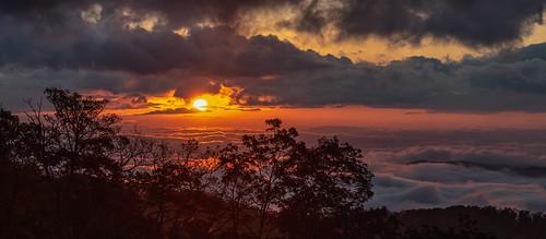 sunrise sun cloudsstormssunsetssunrises clouds color fog valley nikon nikond850 d850 sirui siruitripods fall orange blue blueridgeparkway blueridge parkway ridge national park brp nps