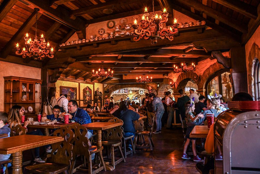 Red Rose Taverne inside DL