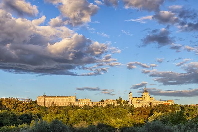 A las espaldas del Palacio Real