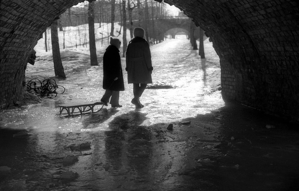1960. Нескучный сад. Подружки