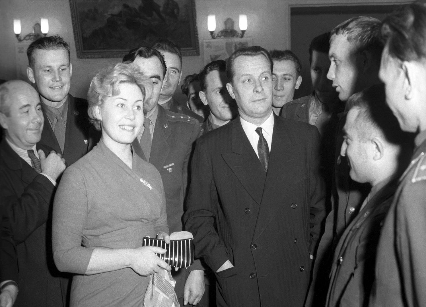 1960. Актеры Инна Макарова и Евгений Самойлов на творческой встрече