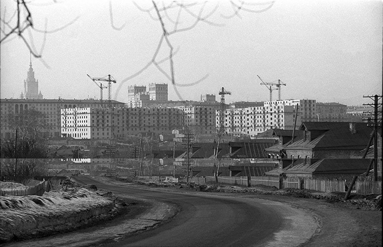1957-1958. Юго-запад наступает. Строительство Ломоносовского проспекта. Старое Калужское шоссе, (село Семеновское)