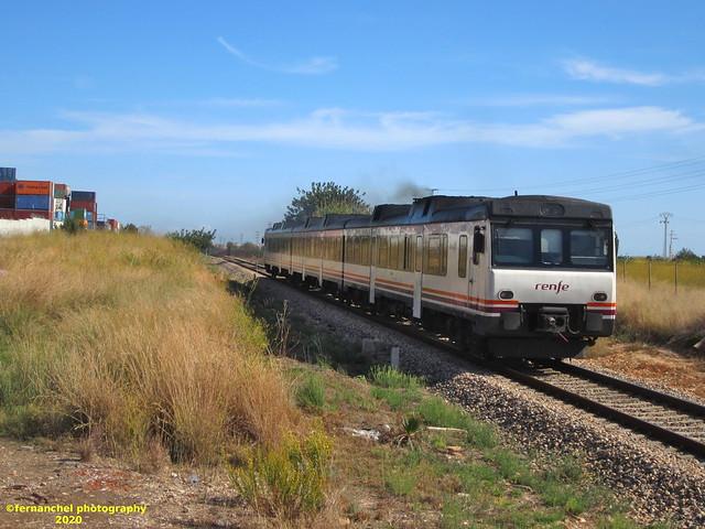Tren de media distancia de Renfe (Regional Valencia-Madrid) a su paso por Quart de Poblet (Valencia)