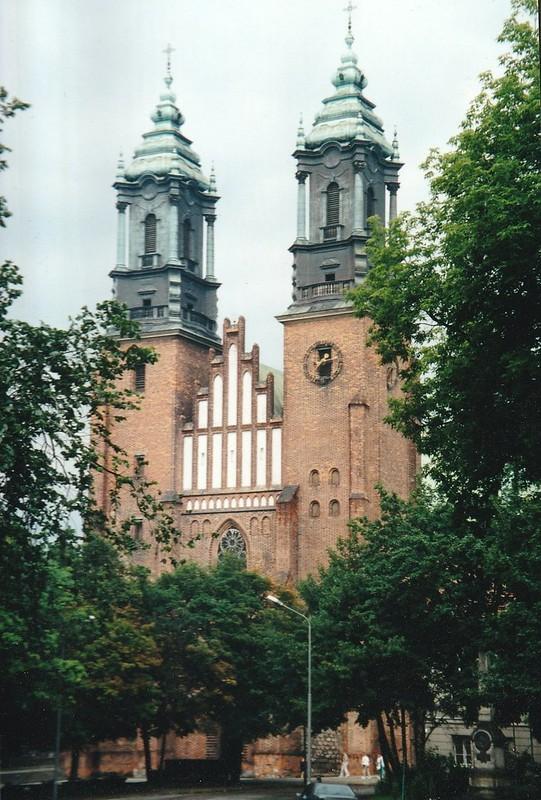 Façade, basilique archicathédrale Sts Pierre et Paul, néogothique XXe, Ostrów Tumski, Poznan, Grande-Pologne, Pologne.