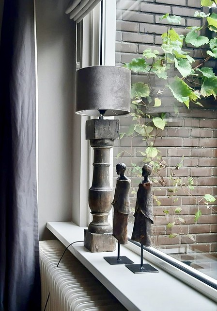 Vensterbank landelijke stijl baluster Afrikaans beeldje op voet