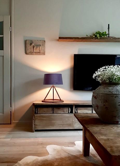 Tafellamp tv meubel landelijk wandpaneel kruik