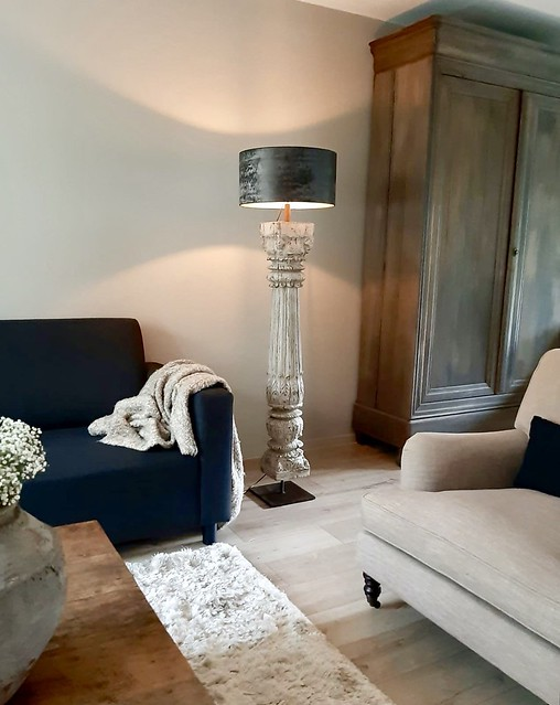 Balusterlamp op voet, landelijke woonkamer