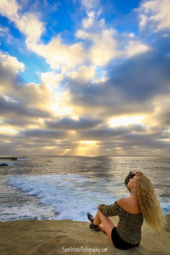 horizon rock sunny sand nature water foam splash background sea summer beach ocean la scenic wave sky lajollacove pacific white stone outdoor surf waterspray landscape sunset evening people green sandiego gold lajolla bufadora shore lajollabeach california blue coastline silhouette beautiful travel cloud scene sun dusk seascape spray coast powerful beauty unitedstatesofamerica woman model
