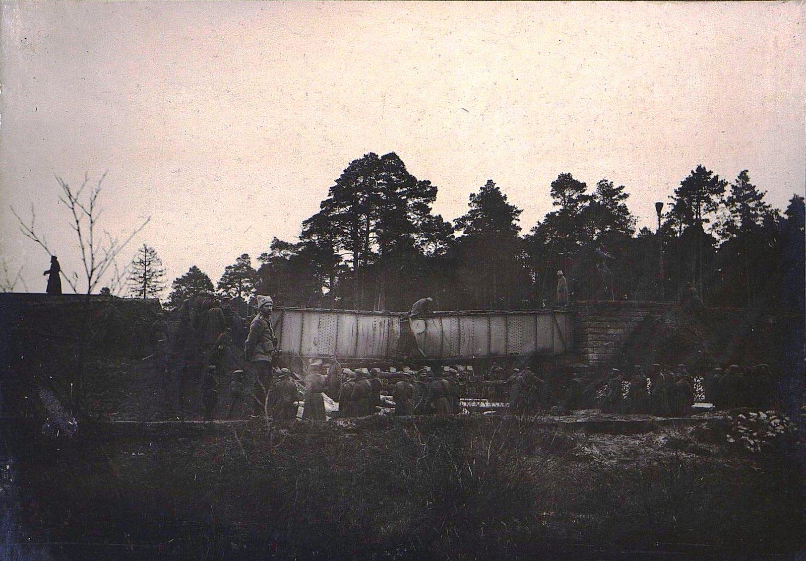 15. Шестисаженный мост на 101-й версте во время разрушения 6.12
