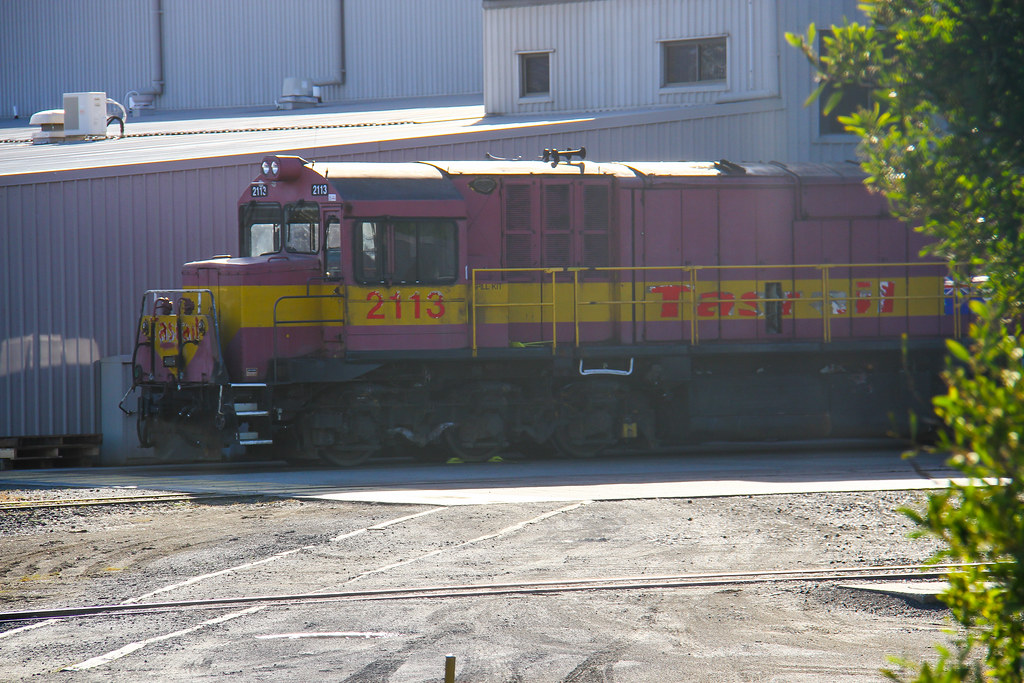 5524. 2113 stabled at Launceston works 11-10-13 by David Arnold
