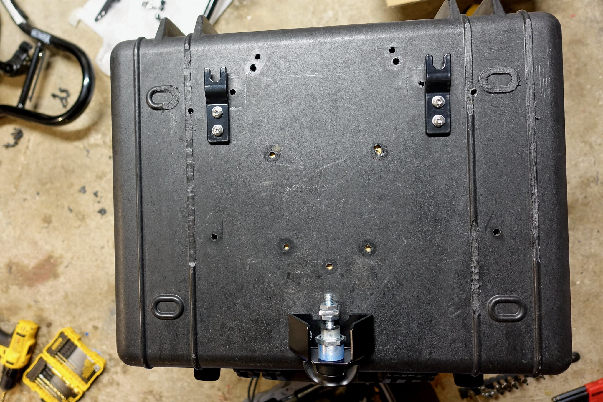 Caribous Cases Top Case hardware installed
