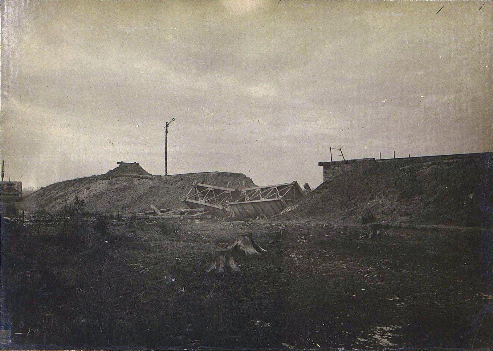 17. Мост на 101-й версте после разрушения 8.12