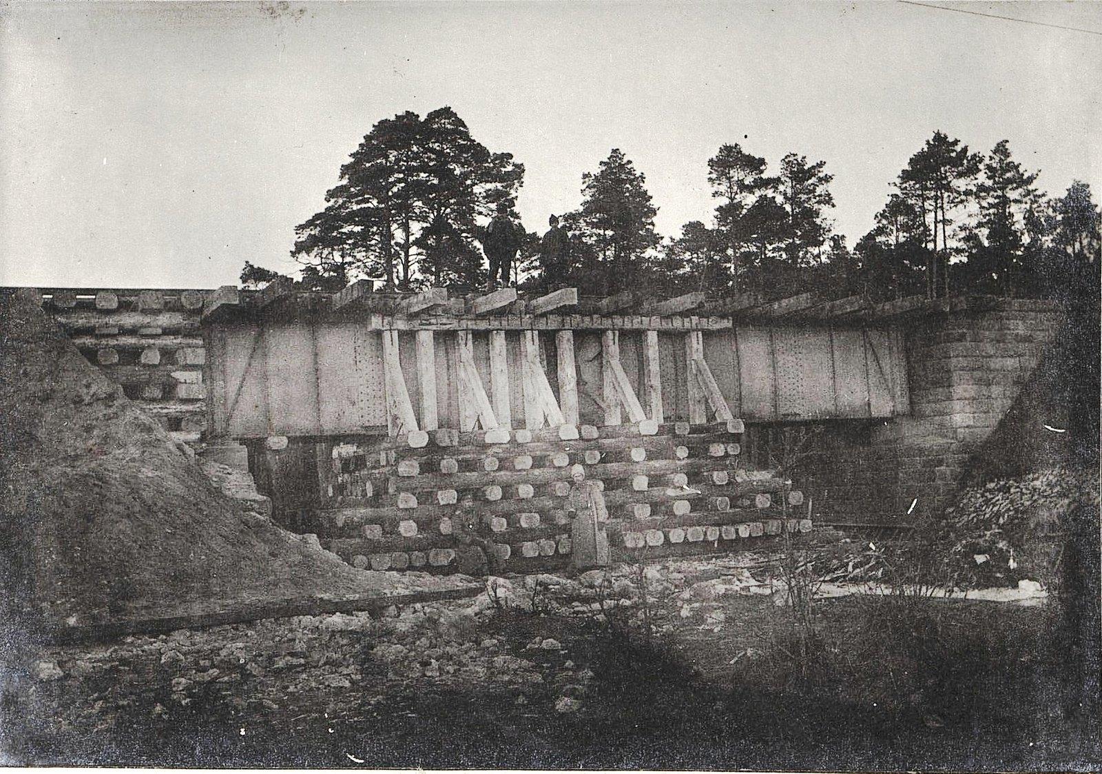 14. Шестисаженный мост через реку Волчья Гать на 101-й версте, восстановленный 2-й ротой за шесть дней.
