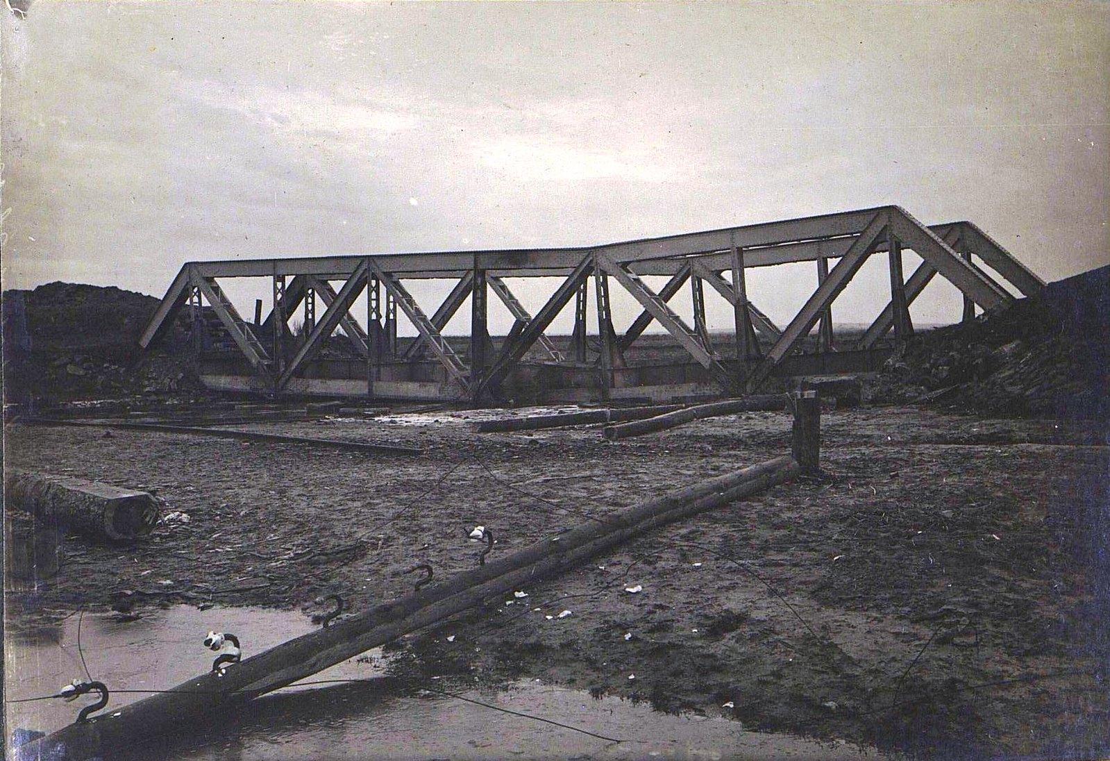 12. Пятнядцатисаженный мост через реку Лососину на 104-й версте, разрушенный 3-й ротой