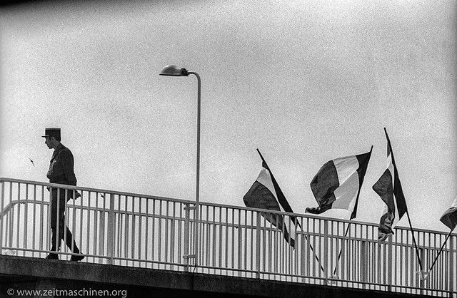 Time Travel - Normandy 1984 - Beflaggte Brücke / Flagged bridge