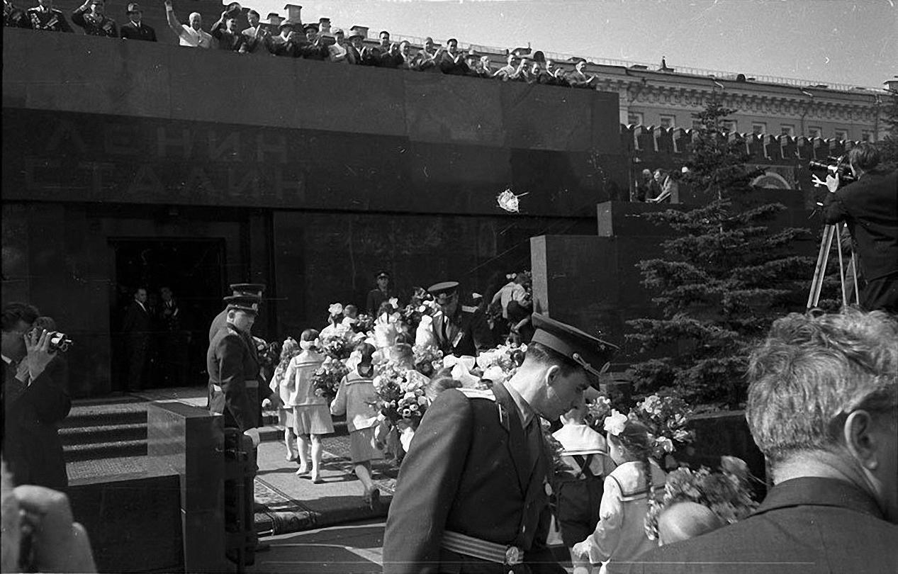 1959. Демонстрация 1 мая. Красная площадь (4)