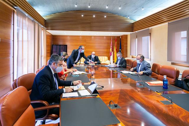 Reunión con los Grupos Parlamentarios PSOE y PP