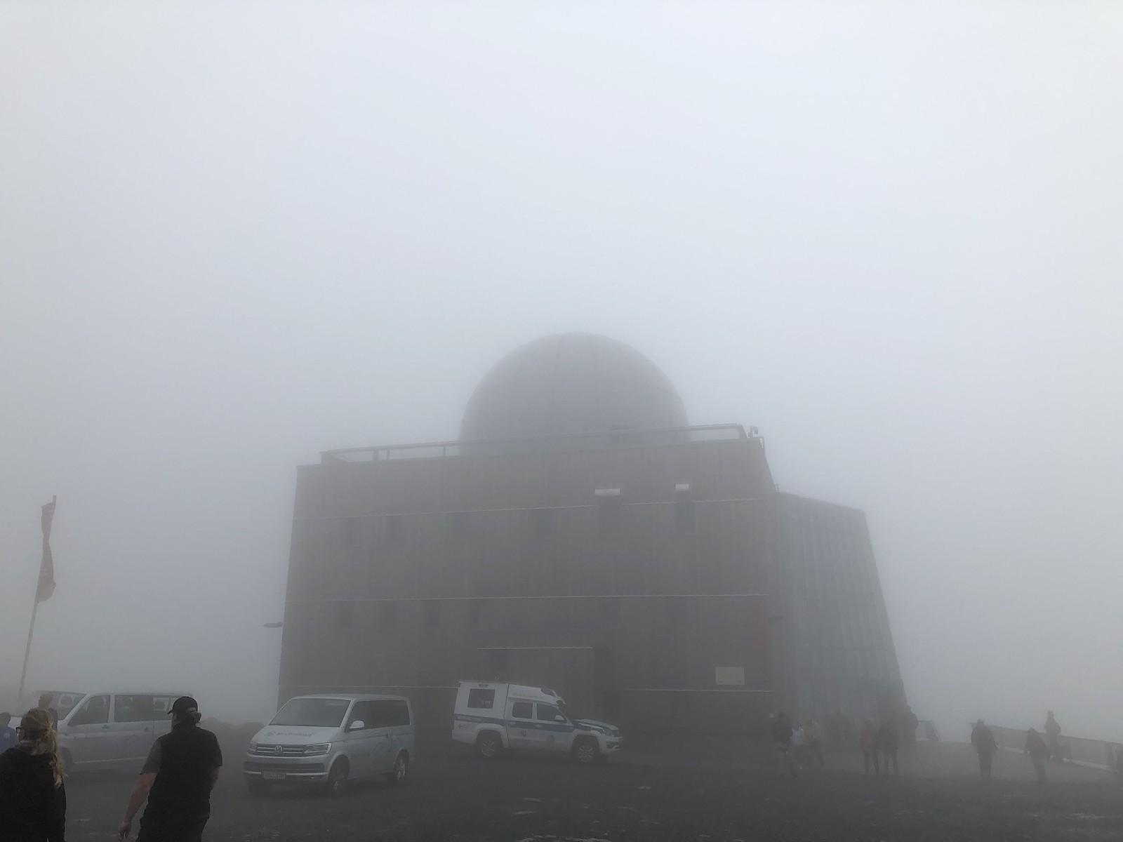 Das Brockenhaus auf dem Brocken im Nebel