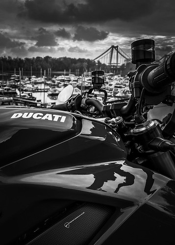 DUCATI Streetfighter V4S | by mygale.de