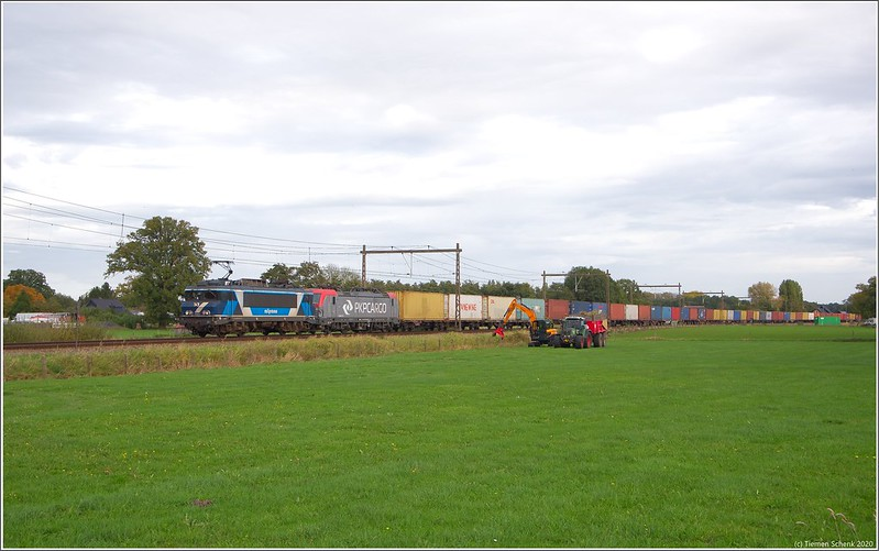 TCS 101001 + PKP 193 513 + Containertrein, Teuge