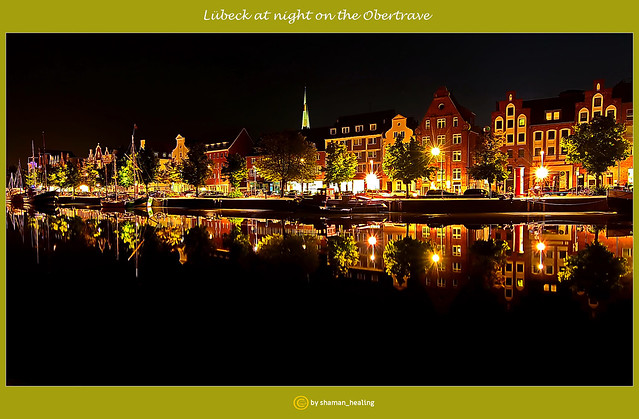 Lübeck bei Nacht an der Obertrave/Lübeck at night on the Obertrave/吕贝克在晚上上Obertrave/لوبيك ليلاً على نهر أوبيرتريف