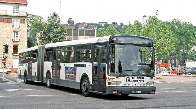 TCAR, Rouen: Bus 458 (7981PY76) at Boulingrin light rail terminus