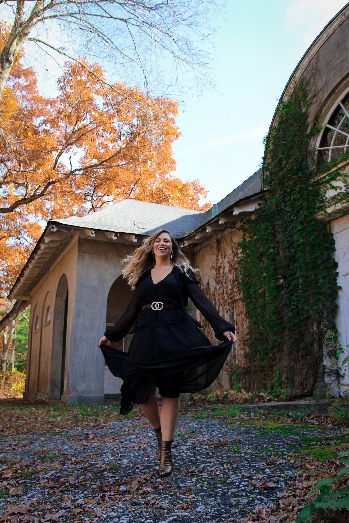 Witchy Black Dress Fall Photoshoot in New York | Fall Foliage | Westchester County NY Merestead | Twirling Photos