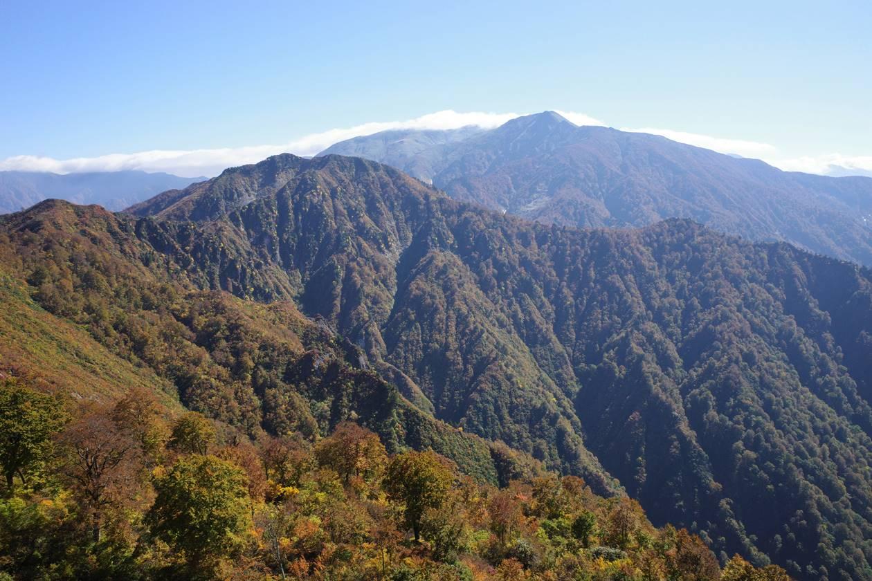 【新潟】秋の金城山 山頂から眺める巻機山