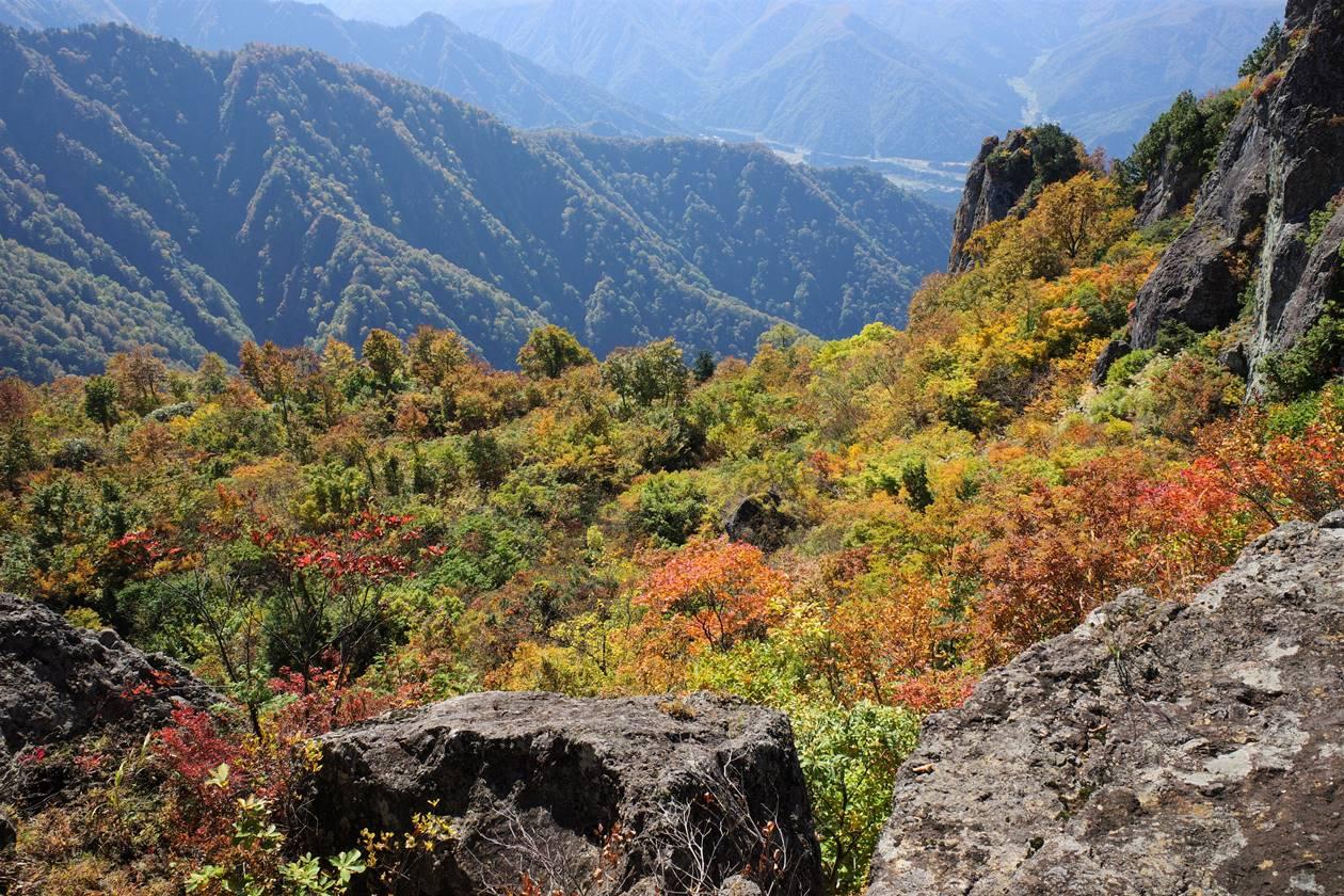 【新潟】金城山登山 断崖絶壁の紅葉