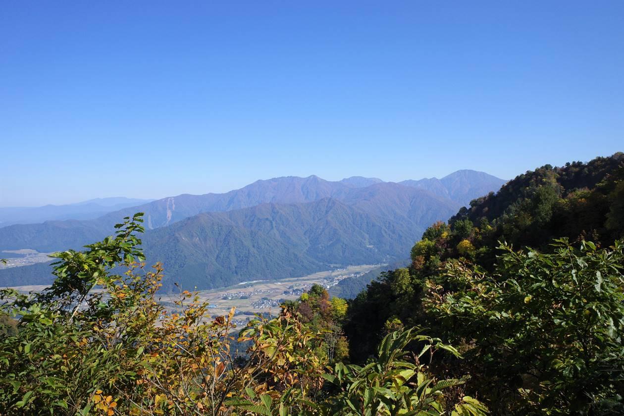 金城山登山道から眺める八海山