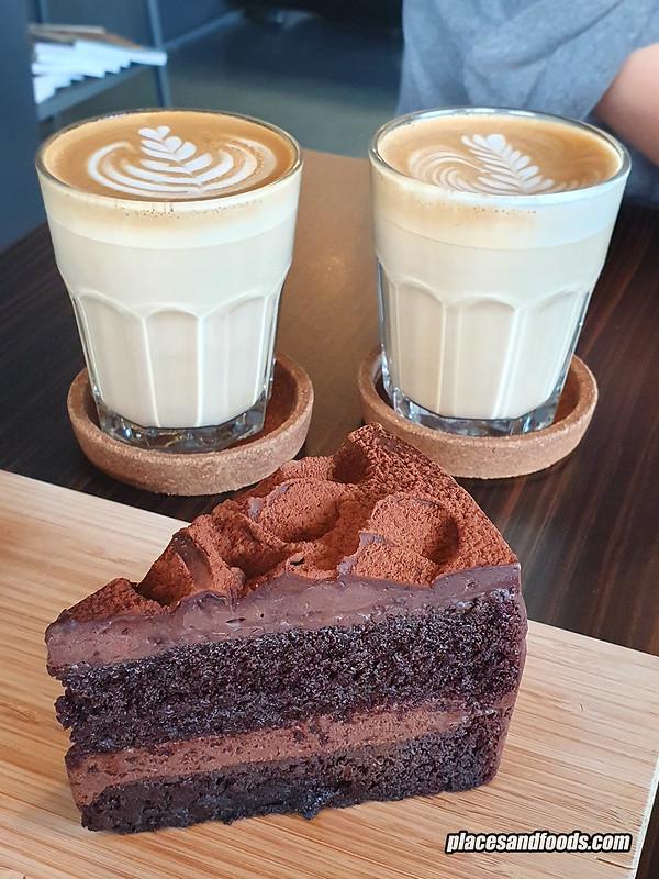 code black cafe kajang cake