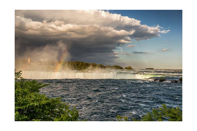 A rainbow over the Niagra Falls / Canada