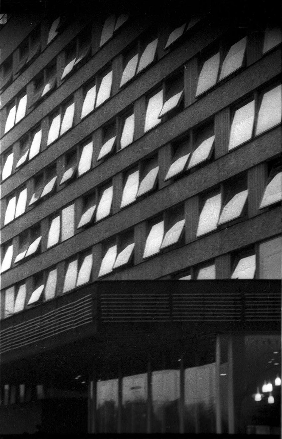 1960-е. Окна. Гостиница «Юность». Хамовнический вал