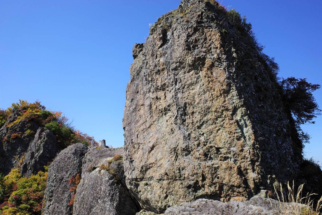 【新潟】金城山登山 山頂の巨岩