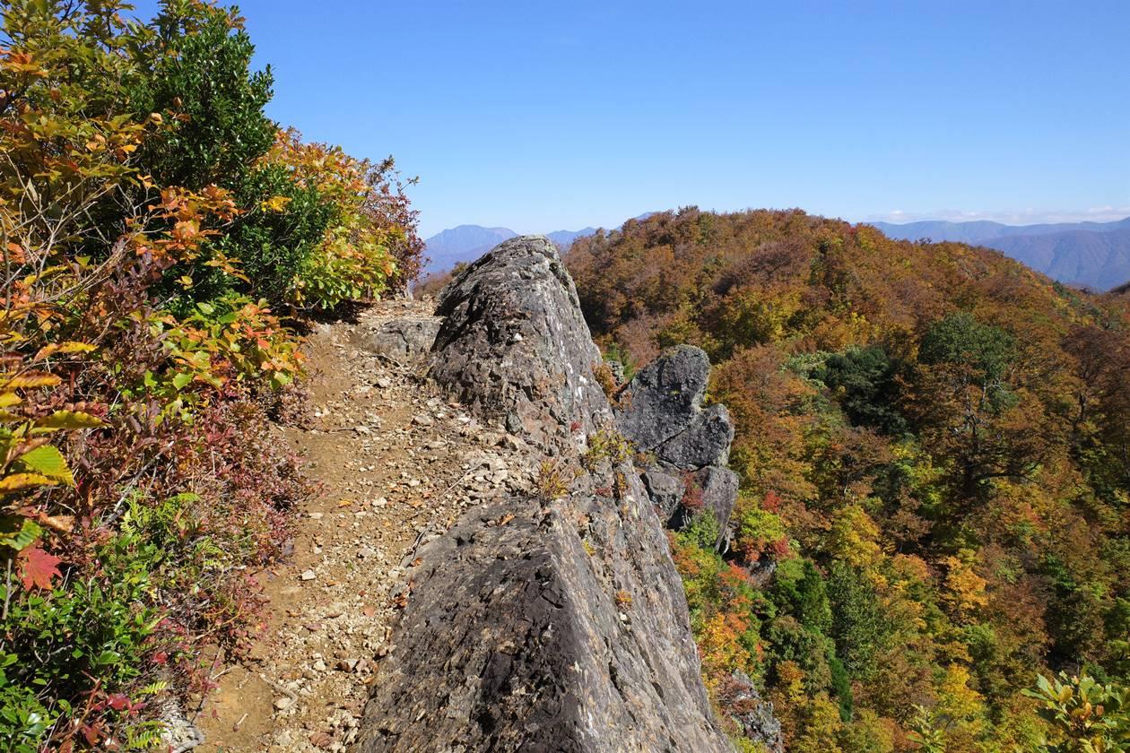 【新潟】金城山登山 山頂の岩稜帯
