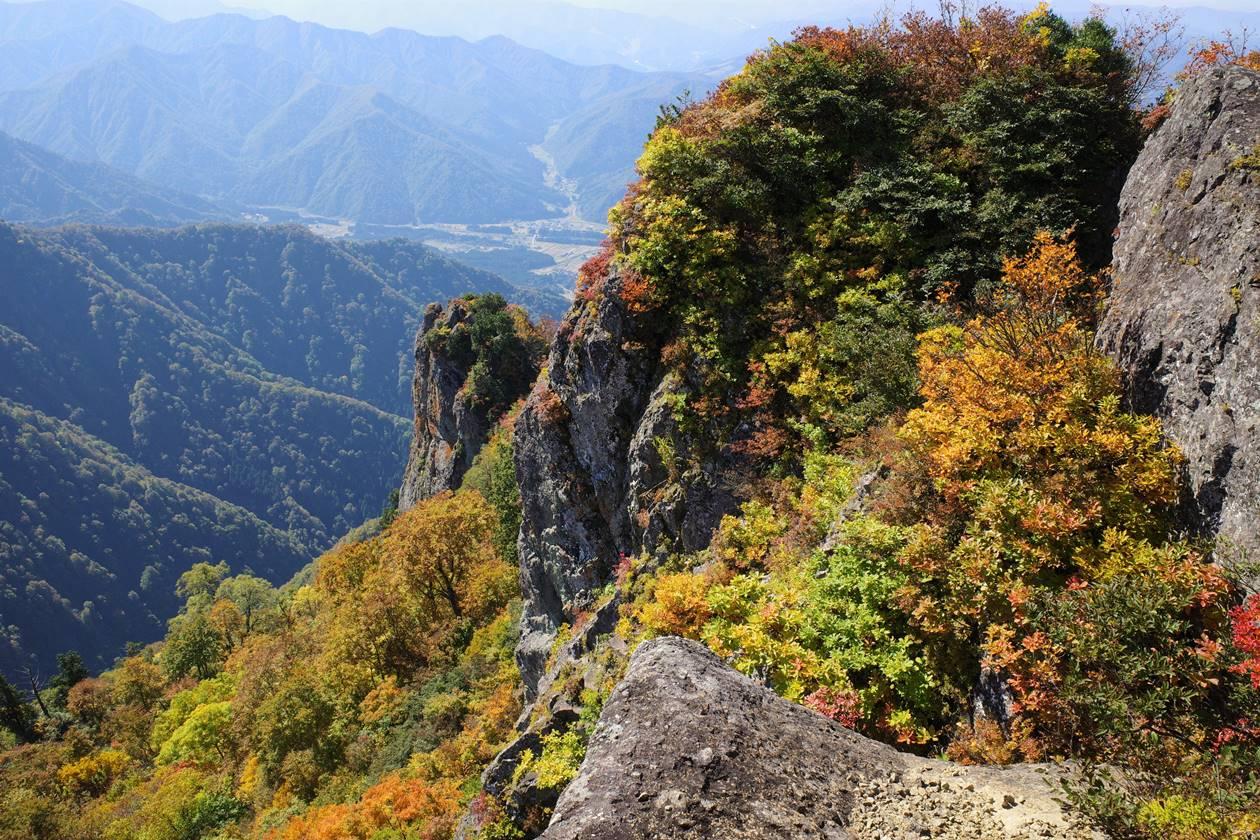 【新潟】金城山の岩場と紅葉