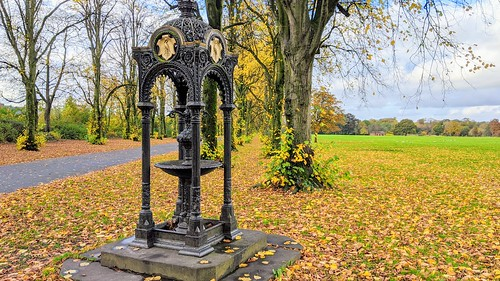 Haslam Park fountain in Autumn | by Tony Worrall