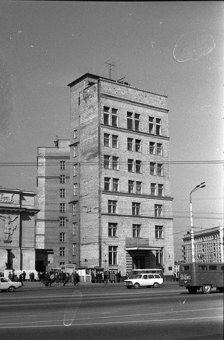 1960-е. Uостиница Варшава. Октябрьская (Калужская) площадь