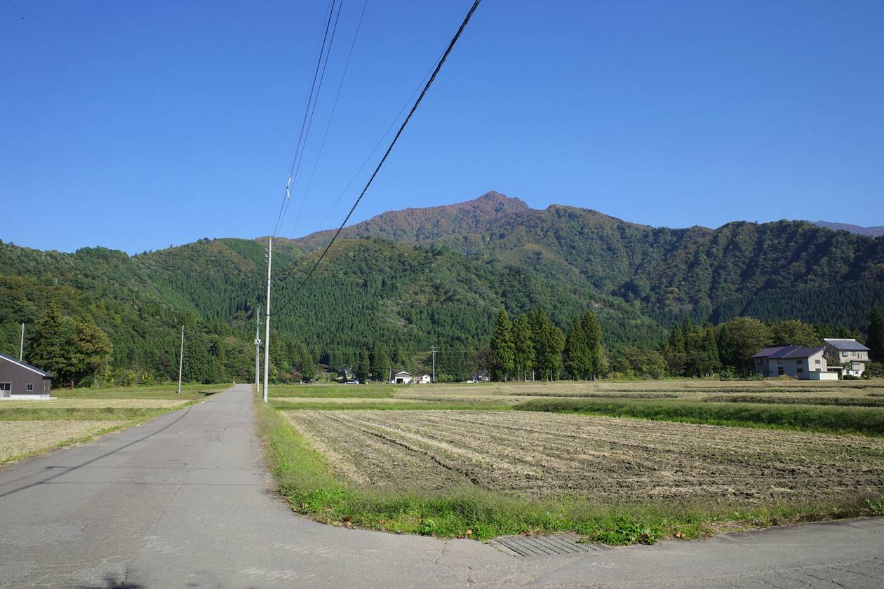【新潟】麓から見上げる金城山